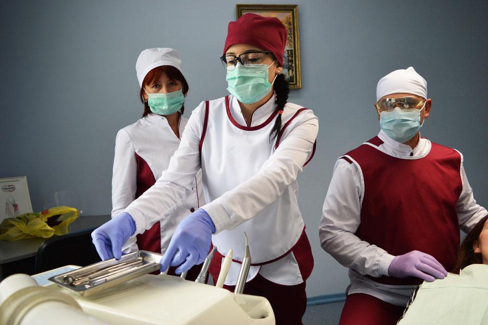 Стоматологічна бригада в роботі